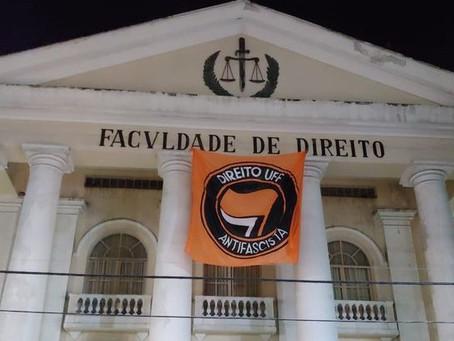 TRE ordena retirada de bandeira antifascista da UFF