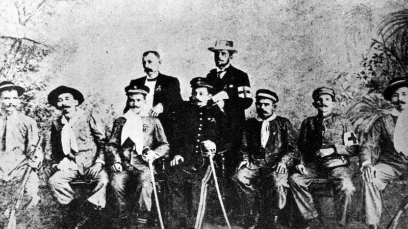 Tropa acreana, Rodrigo Carvalho é o que está de pé, ao lado do personagem de chapéu. No centro da foto é o senhor Plácido de Castro.