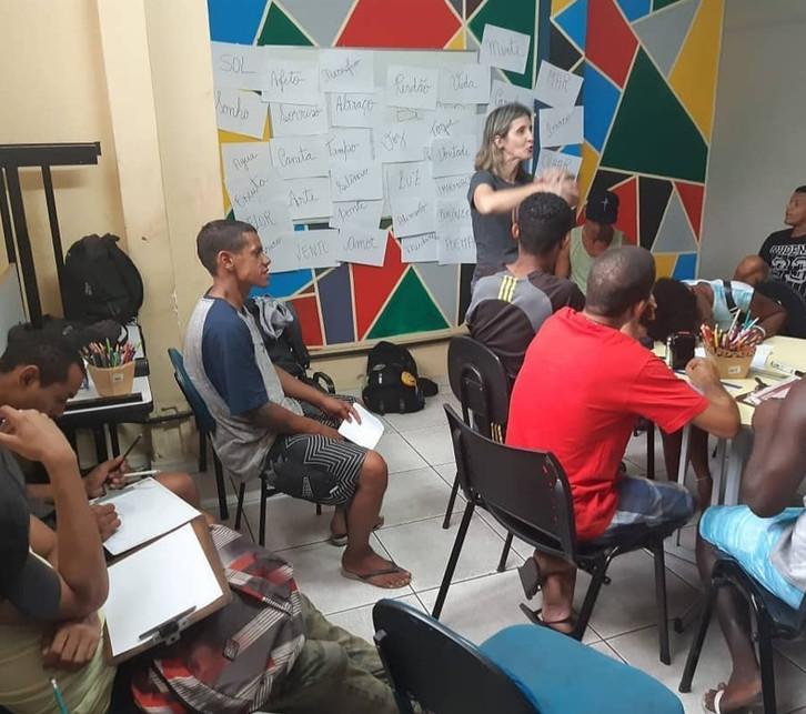 'Versos e Vozes' que transformam vidas no Rio