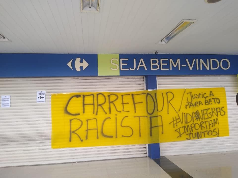 Protesto realizado no Carrefour de Neves no dia 22 de novembro/Foto: Facebook
