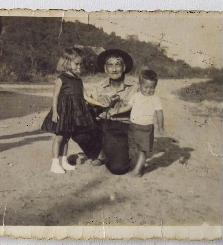 Hilário Duarte com seus filhos (Rita e o irmão). Acervo da família, Itaoca, década de 30