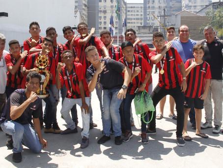 Time Sub-15 de São Gonçalo ganha campeonato no Paraná