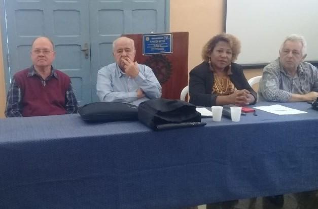 Helter Barcellos, de azul, disse que foi maltratado na Fundação Leão XIII ao cobrar a dívida/Foto: Divulgação
