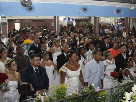 Trinta casais celebram casamento comunitário na Venda da Cruz