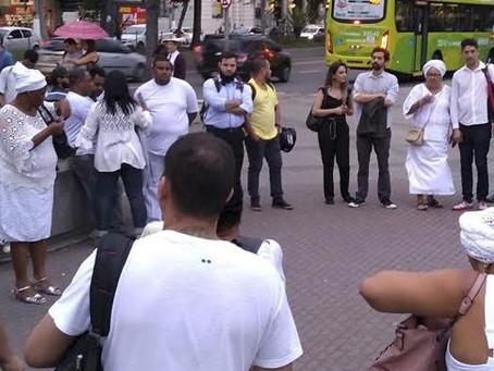 Manifestantes fazem ato contra a intolerância religiosa em Niterói