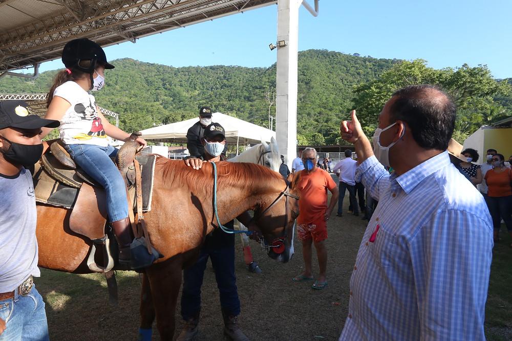 Segundo Rodrigo Neves, o objetivo com a construção do Parque é incentivar a vocação rural do bairro, estimular novos negócios e investimentos, além de gerar emprego e renda/Foto: Douglas Macedo