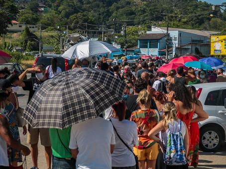 Sem coordenação, escassez de doses gera 'turismo da vacinação' nos municípios
