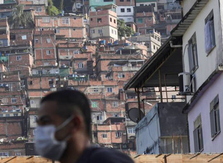 Covid-19 e seu impacto nas favelas, por Lourdes Brazil