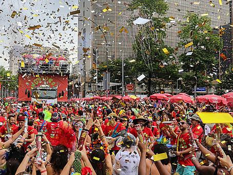 Carnaval só será seguro com 80% da população completamente vacinada, aponta relatório