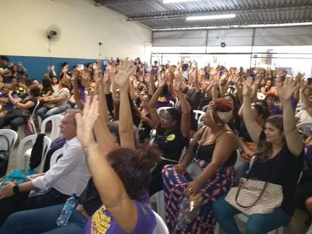 Com perdas salarias acumuladas, professores de Niterói entram em greve