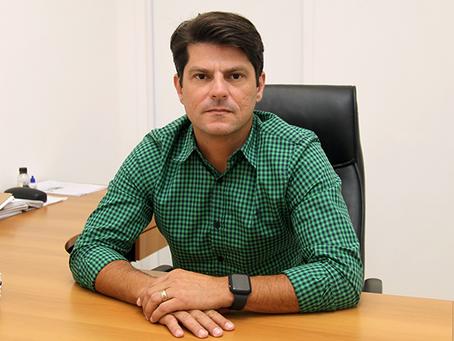 Secretário de Saúde diz não poder fazer nada contra 'forasteiros' que tomam vacina em São Gonçalo