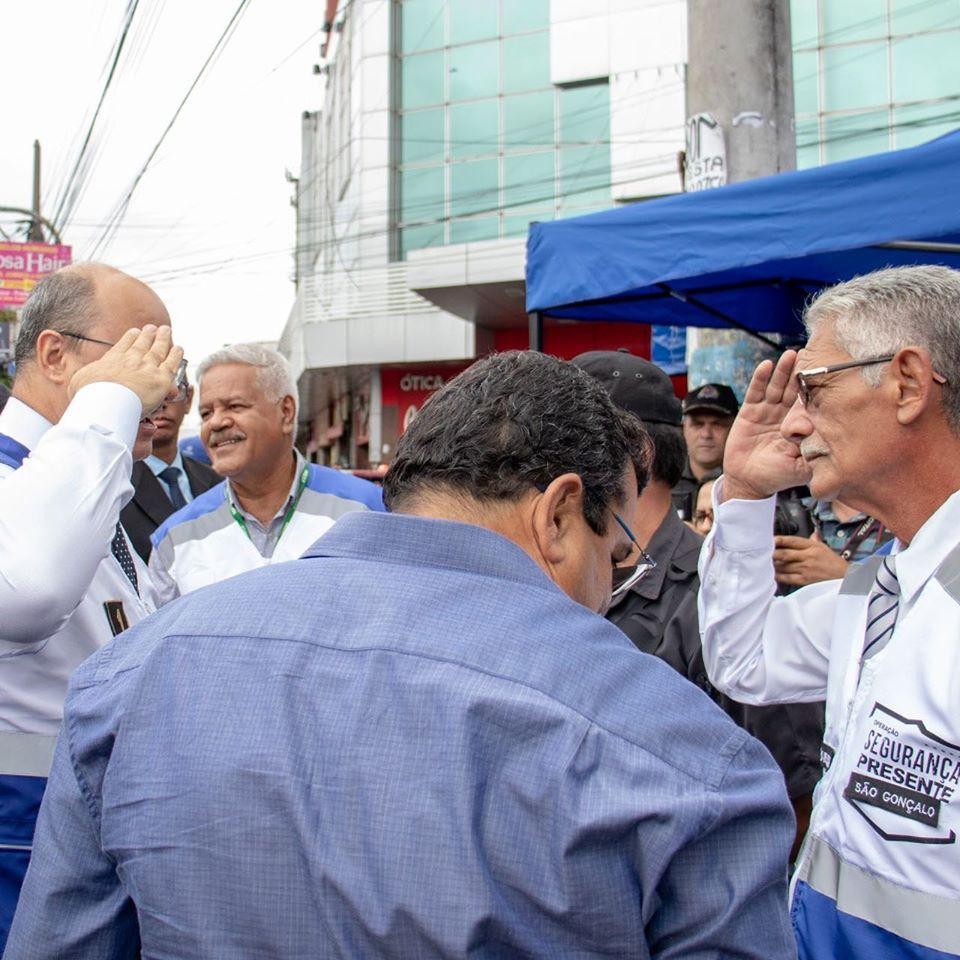 Governador, prefeito e deputado em cerimônia de implantação do Segurança Presente, no Allcântara