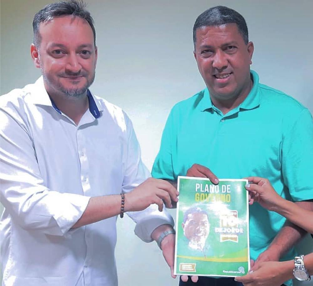 Telson Pires em foto oficial de entrega do Plano de Governo ao candidato Dejorge Patrício/Foto: Reprodução Facebook
