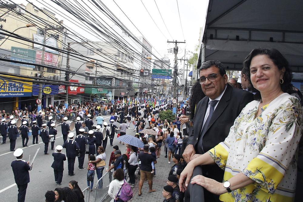O prefeito José Luiz Nanci acompanhou os desfiles com a primeira-dama Eliane Gabriel/Foto: Divulgação