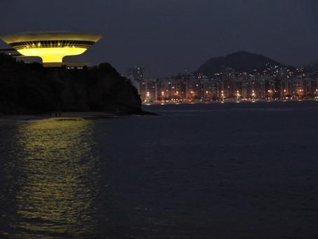MAC recebe iluminação amarela para alertar sobre prevenção ao suicídio