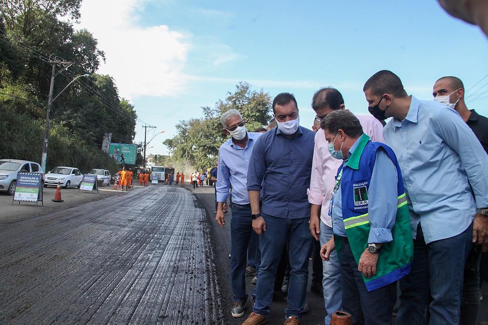 Castro visitou obras na Av. Maricá/Foto: Lucas Alvarenga