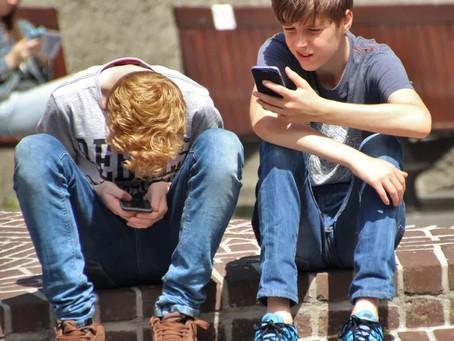 Mundo virtual provoca infelicidade entre adolescentes
