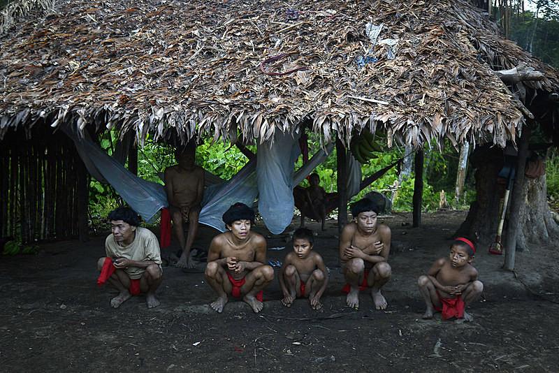 Das 255 aldeias Yanomami, 197 estão localizadas no noroeste de Roraima. - Leo Ramirez / AFP