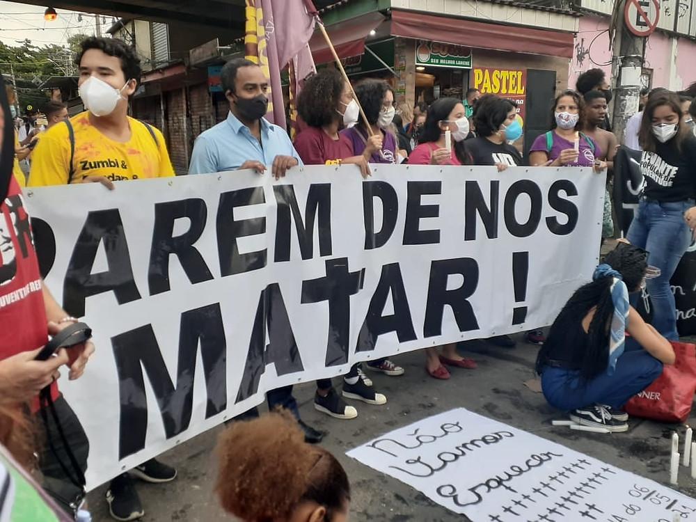 Josemar e movimentos sociais protestaram em frente à Cidade da Polícia/Foto: Facebook