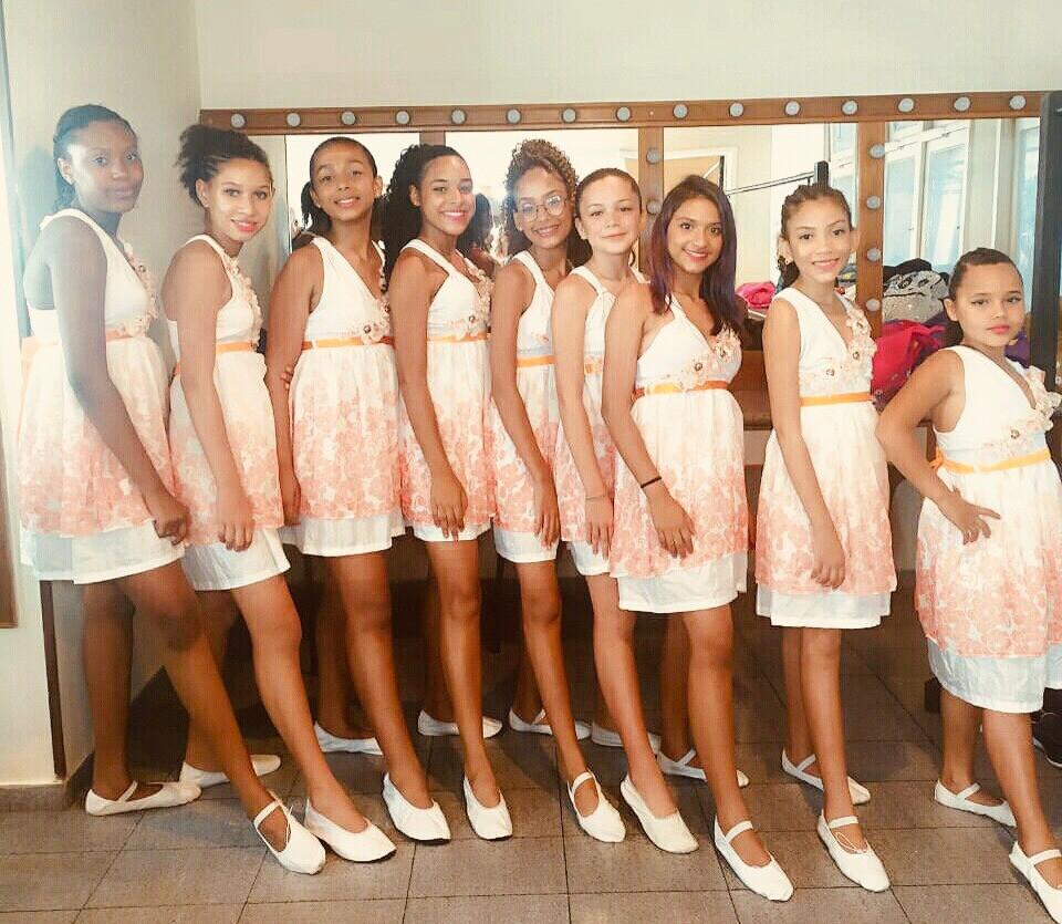 As meninas têm orientação da professora e bailarina Luciana Faria da Cruz/Foto: Divulgação