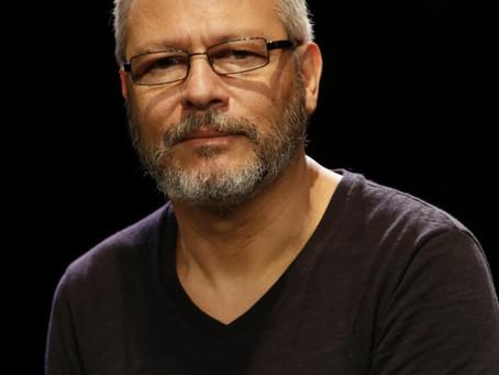 Antonio Gilberto: 'Sou um operário do TEATRO', por Regina Alves