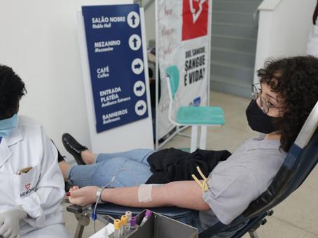 Campanha do Hemorio no Teatro Municipal coleta 76 bolsas de sangue