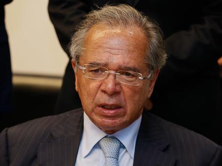 Chantagem: Guedes diz que só aumenta auxílio emergencial após privatizações