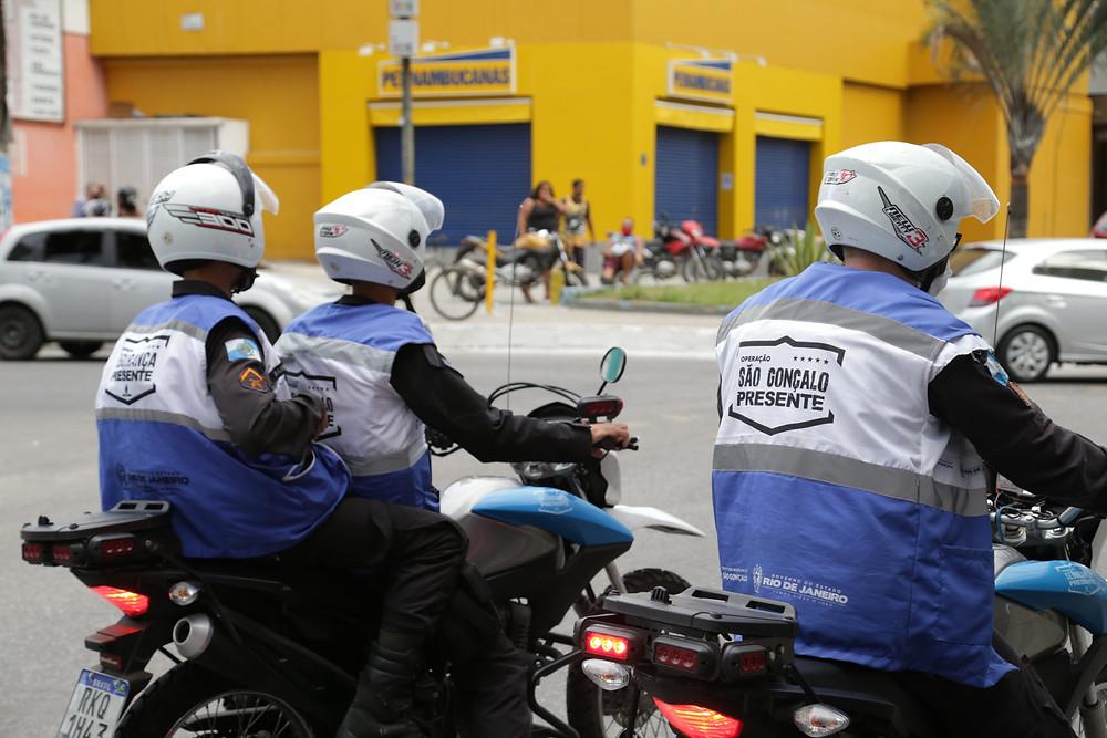 O patrulhamento é feito a pé e por motos/Foto: Renan Otto
