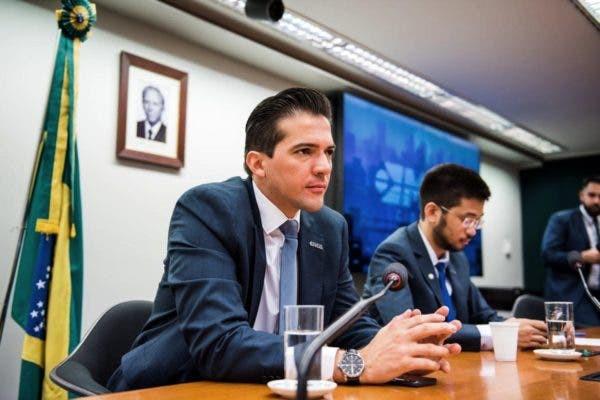 O secretário parlamentar Rubinho Nunes e o deputado federal Kim Kataguiri (DEM) (Crédito: Divulgação/MBL)