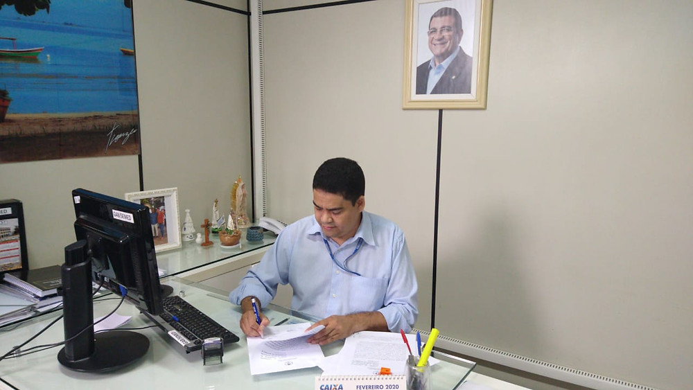 Secretário Marcelo Azeredo celebra convênio/Foto: Divulgação