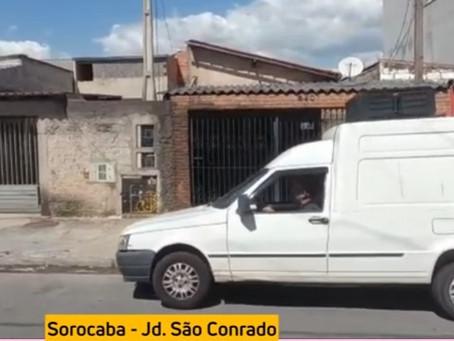 Carro de som alerta: 'Seu comércio está fechado por conta do Bolsonaro, que negou vacinas'. Vídeo