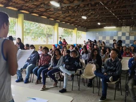 Escola do Anaia corre risco de fechar, mas pais e alunos reagem