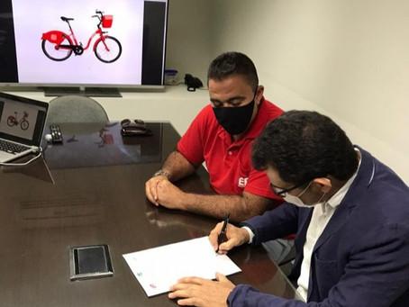 Bikes 'vermelhinhas' gratuitas para os moradores de Maricá passearem pela cidade