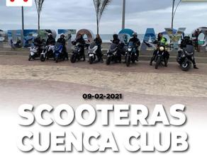 Mujeres en moto por las calles de Cuenca