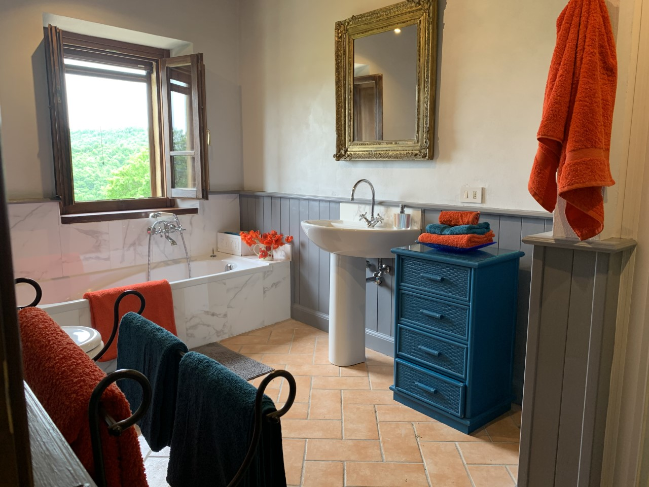 Casa Leana - Upper Floor Bathroom