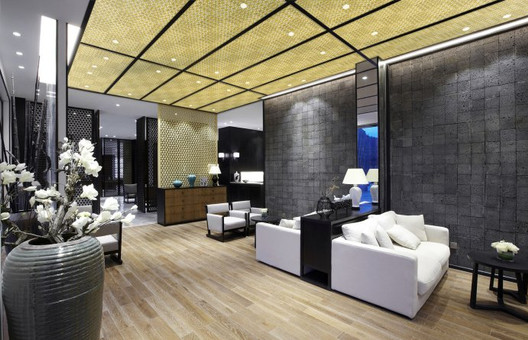 MIRRORED CEILING PANELS