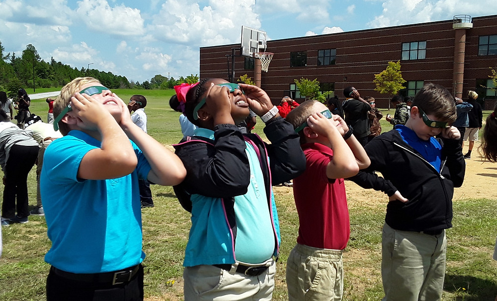 LVA students watching the solar eclipse
