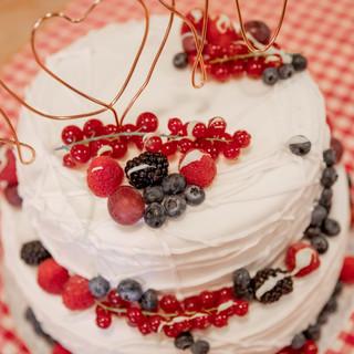 Bruidstaart met rood fruit