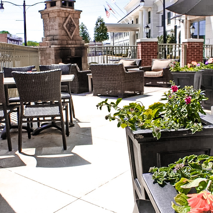 Side by Side Terrace (Outdoor Dining)