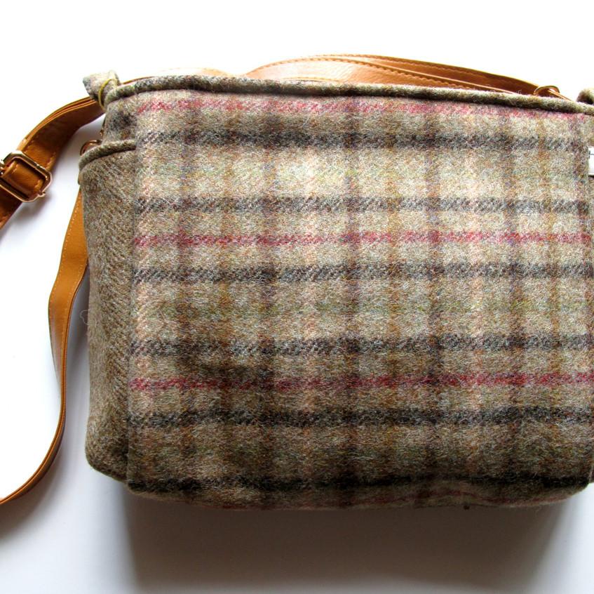 Wool handbag green check with strap