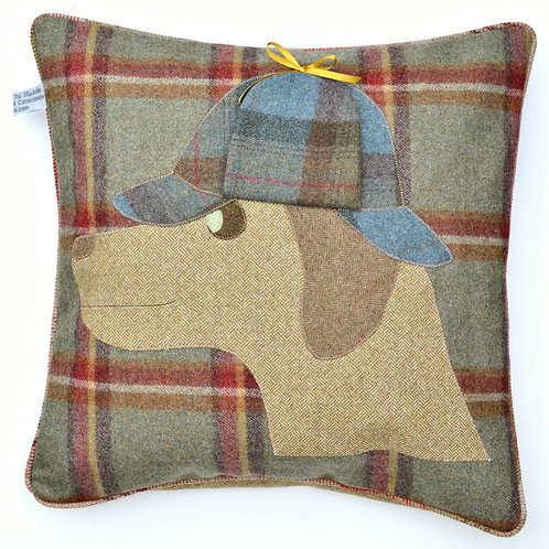 RETRIEVER DOG 20 INCH WOOL CUSHION