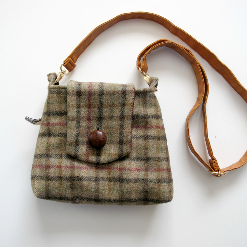 Small green wool handbag with straps