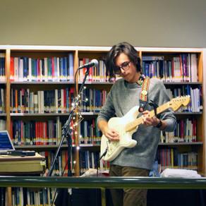 Roberto Shore lanza su primer disco solista en Biblioteca VIVA de Antofagasta