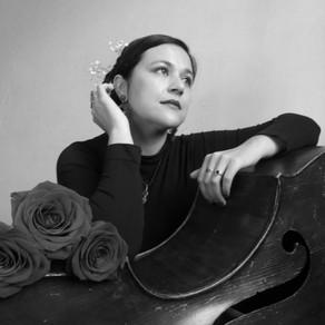 'Luna oscura', el sutil vaivén de la chilena Natalia Corvetto