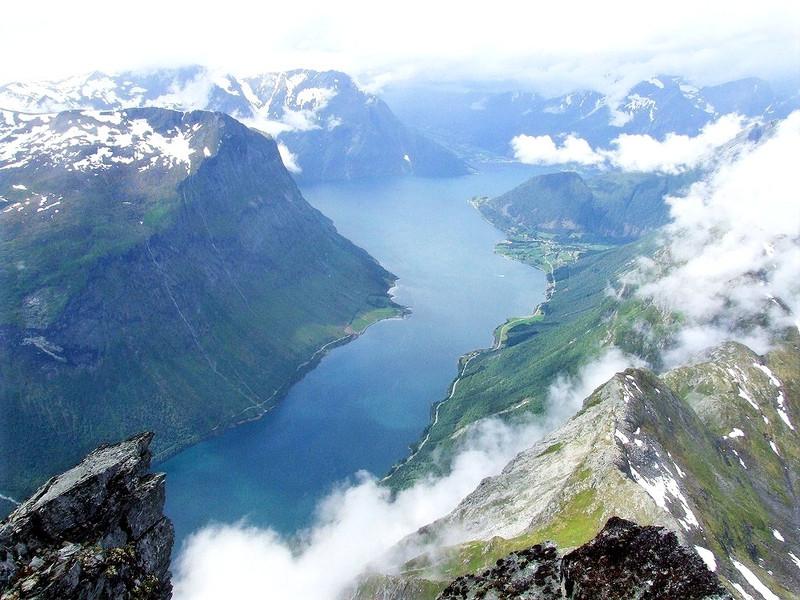 Blick vom Slogen hinunter auf den Norangsfjord