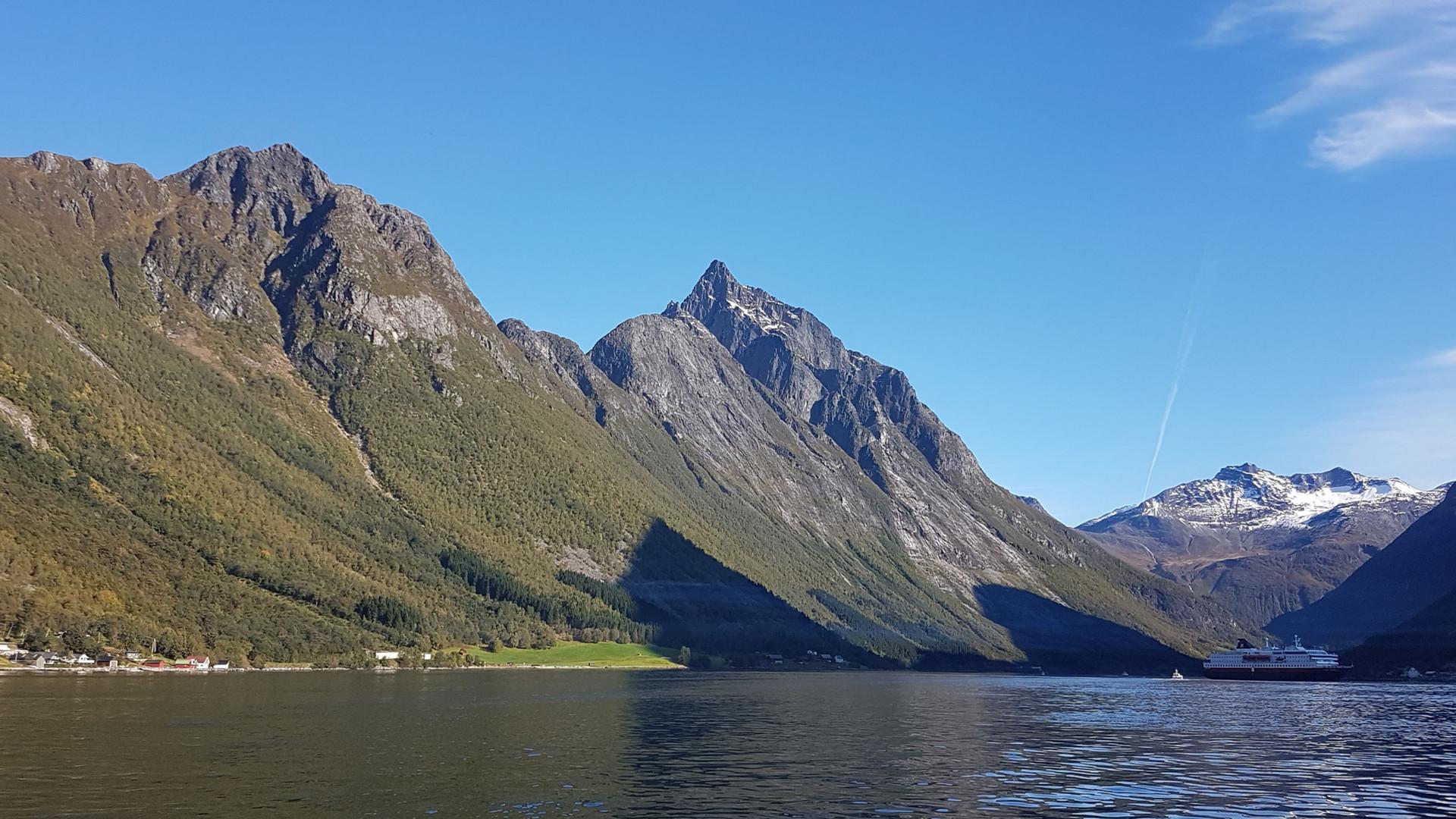 Slogen 1.564 m, Hjørundfjorden