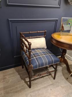 chaise angle 3.jpg