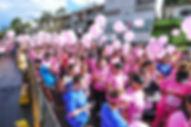 Pessoas vstdas de rosaprevenção câncer e mama corrida Go Pink Londrina Hospital do Câncer
