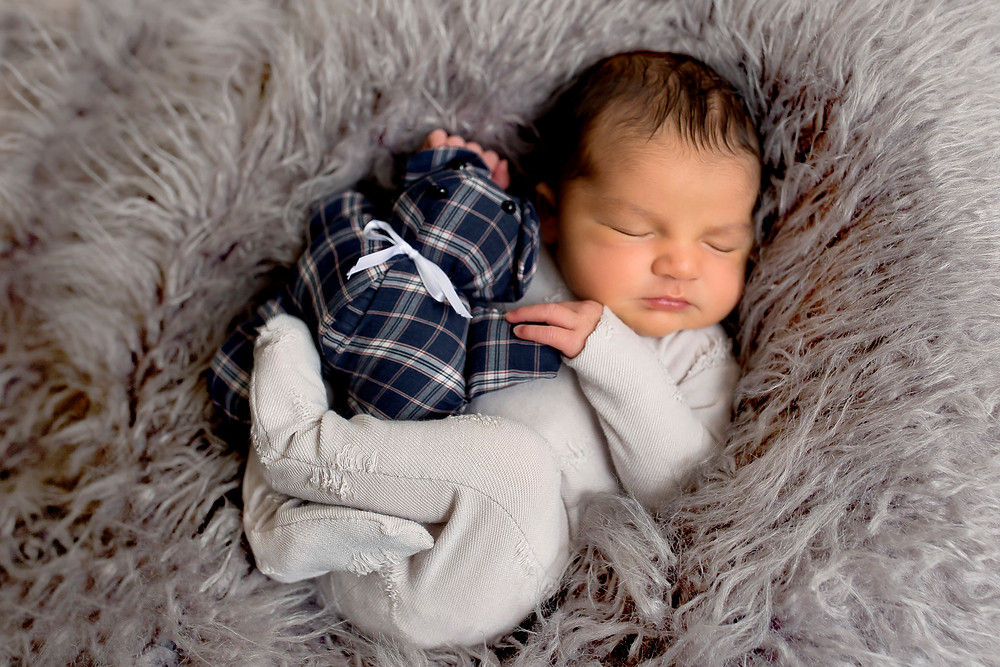 charlottesville posed newborn photographer