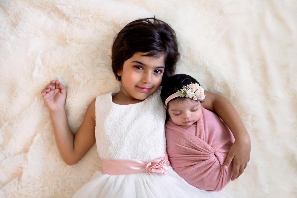 sibling pose charlottesville newborn